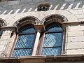 Fenêtres géminées surmontées d'un oculi.JPG