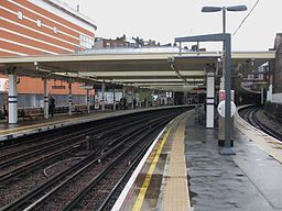 Finchley Road stn northbound Jubilee look south