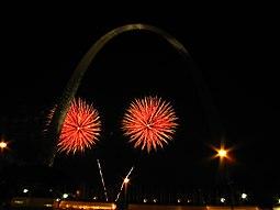 Fuegos artificiales en el Arco