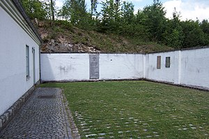 English: Flossenbürg concentration camp: court...