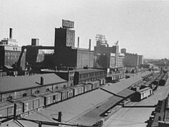 Flour mills-railroad cars-Minneapolis-1939.jpg