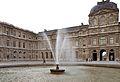 Fontaine de la cour carré du Louvre Paris 1er 001.jpg