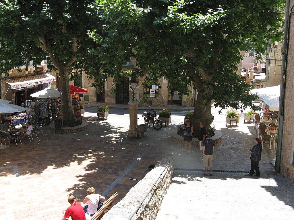 Fornalutx in Majorca (Placa d'Espagna) arp