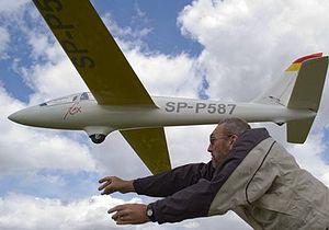 Ivinghoe Beacon - Flying model gliders at Ivinghoe Beacon