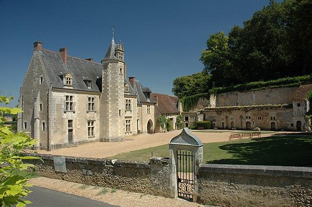 Замок Ла Поссоньер, где родился Ронсар.