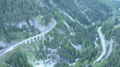 Податотека:From Preda to Bergün with Rhaetian Railway, aerial video.webm