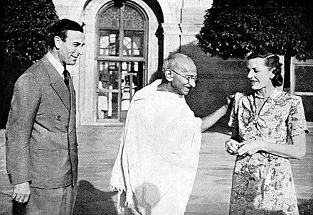 Gandhi in 1947, with Lord Louis Mountbatten, Britain's last Viceroy of India, and his wife Vicereine Edwina Mountbatten. Gandhi with Lord and Lady Mountbatten 1947.jpg