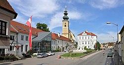 Gaweinstal - Kirchenplatz.JPG