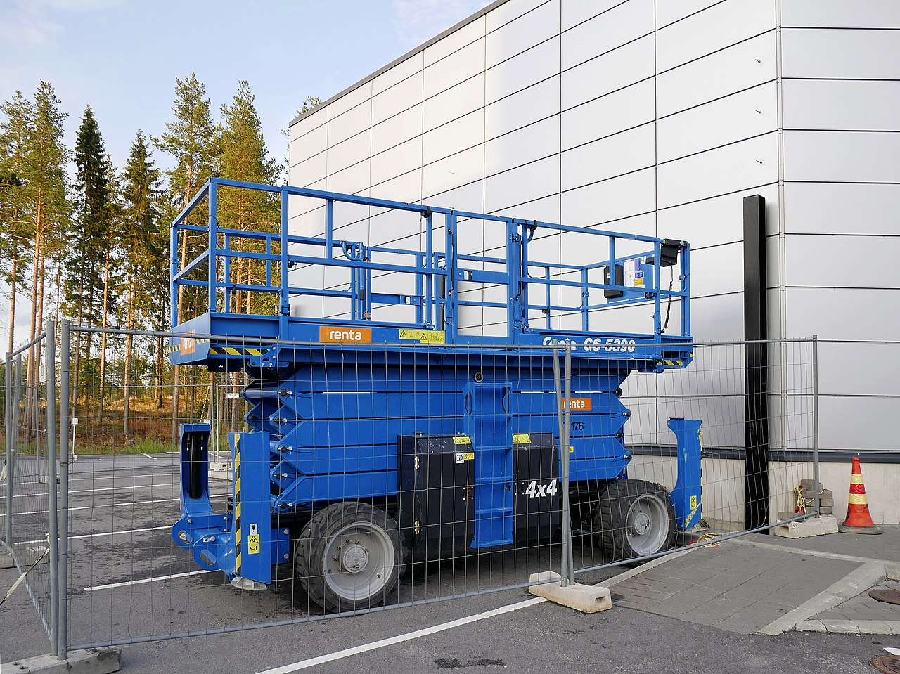 File:Genie GS-5390 scissor lift 20180827 jpg - Wikimedia Commons