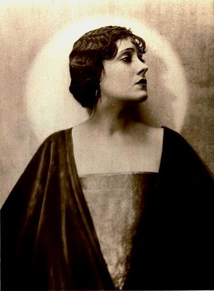 File:Gloria Swanson - Jul 1922 Photoplay.jpg
