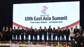 Group photo with the heads of the delegations to 10th East Asia Summit.png