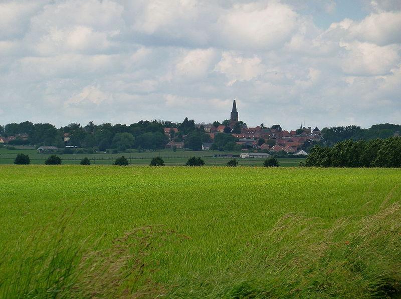 File:Guemappe dans la campagne.jpg