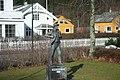 Høyanger, statue - panoramio.jpg