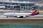 HL7423 - Asiana Airlines - Boeing 747-48E(M) - ICN (17239009066).jpg