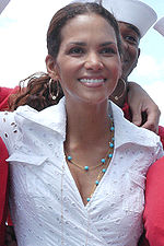 On the flight deck aboard the amphibious assault ship USS Kearsarge (LHD 3), actress Halle Berry poses for pictures.