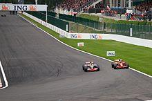 Hamilton nel 2008 viene penalizzato in Belgio per aver tagliato la curva della Bus Stop e non aver ridato la posizione a Raikkonen.