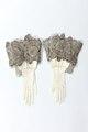 Handskar till strumpebandsordensdräkt från 1881 - Livrustkammaren - 93685.tif