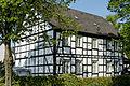 Haus Am Denkmal 1 in Duesseldorf-Hassels, von Suedosten.jpg