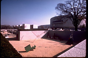 Hirshhorn Museum and Sculpture Garden (not a unit of the National Park Service) HIMU2785.jpg