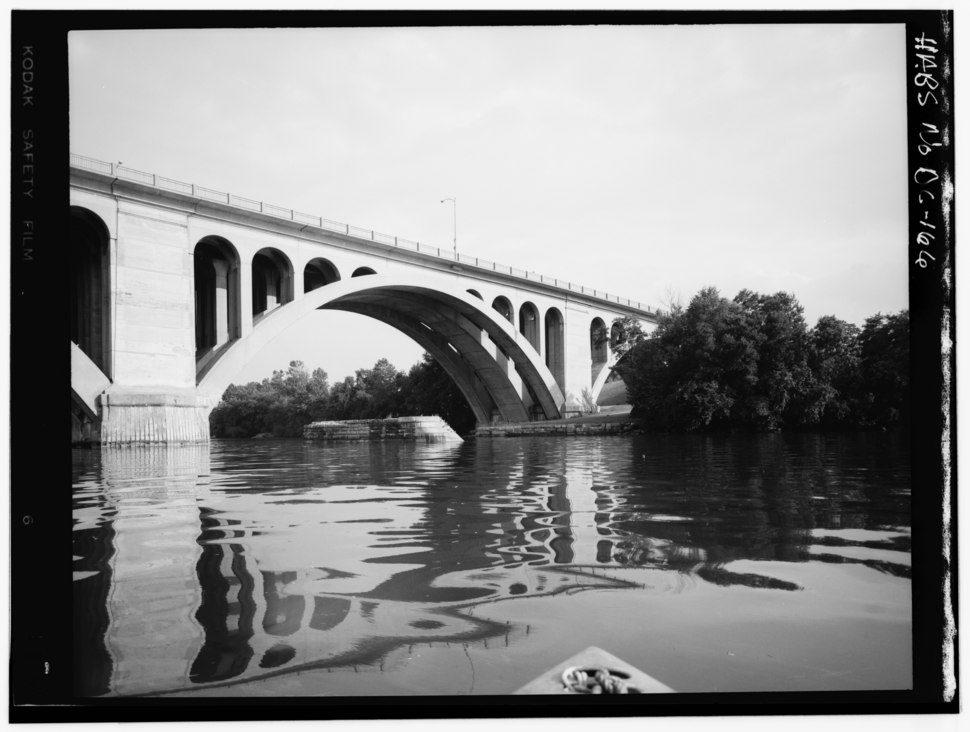 Historic American Buildings Survey George Eisenman, Photographer Summer 1967 PIER -1 AND COURSE OF SOUTH ABUTMENT - Potomac Aqueduct, Georgetown abutment at Georgetown waterfront, HABS DC,GEO,1-11