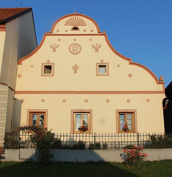 File:Holašovice - building 2, Czech Republic.jpg
