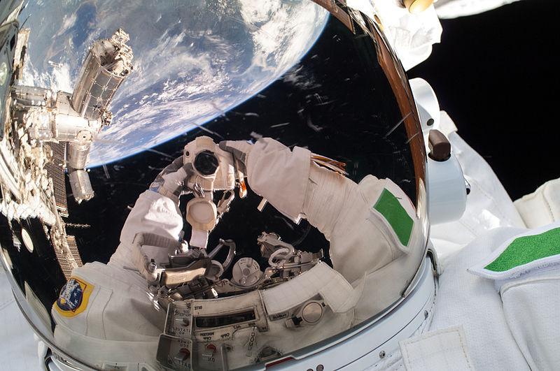 File:ISS-36 EVA-2 r Luca Parmitano self-portrait.jpg