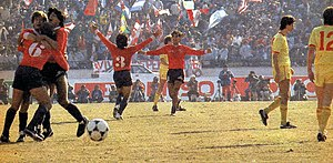 1984 Intercontinental Cup - Independiente (wearing red) celebrate their victory