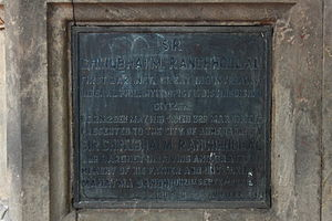 Sir Chinubhai Madhowlal Ranchhodlal, 1st Baronet - Plaque at the base of monument of Sir Chinubhai Madhowlal Ranchhodlal mentions that it was unveiled by Mahatma Gandhi in 1933.