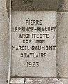 Inscription architecte et statuaire, entrée du CNAM, rue Conté (Paris).jpg