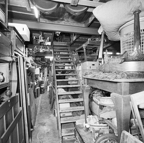File interieur overzicht schuurgedeelte met houten trap for Interieur 605