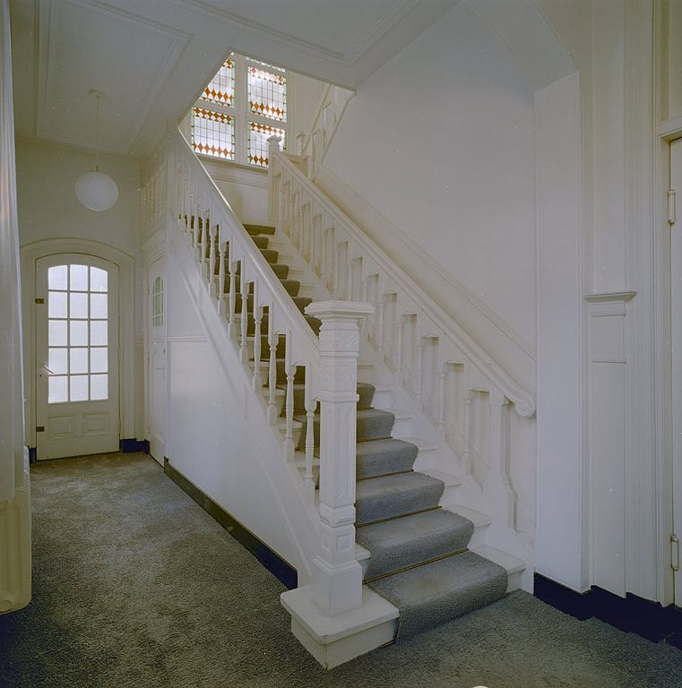 File interieur trap naar eerste verdieping van nummer 6 waalre 20341360 - Interieur trap ...