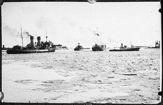 Jääkarhu - Jääkarhu assisting icebound merchant ships in a Finnish port.