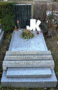 Jiří Kolář hrob.JPG
