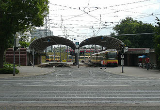 Karlsruhe Stadtbahn - AVG station (Albtalbahnhof) in Karlsruhe; behind to the right is the ramp towards the DB tracks towards Rastatt, behind to the left is the AVG line to Ettlingen
