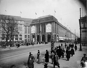 Alfred Messel - Messel's Wertheim department store on Leipziger Platz in the 1920s.