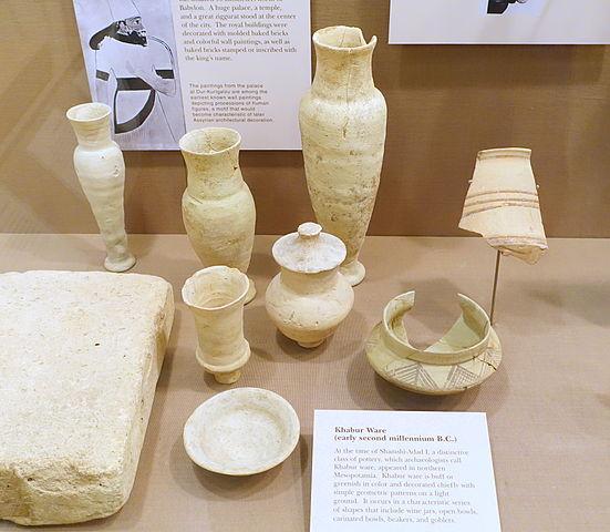 Ejemplo de serie tipológica de cerámica tipo Khabur