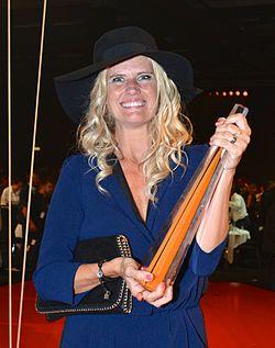 Christine Meltzer med Krystallen-prisen for Årets humorprogram 2013, Fester (Kanal 5).