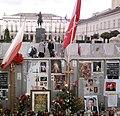 Krzyż przed Pałacem Prezydenckim w Warszawie 2.jpg