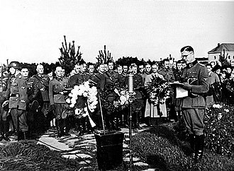 Kalervo Kurkiala - Military chaplain SS-Obersturmbannführer Kalervo Kurkiala making a memorial speech to fallen comrades at Hietaniemi in 1943