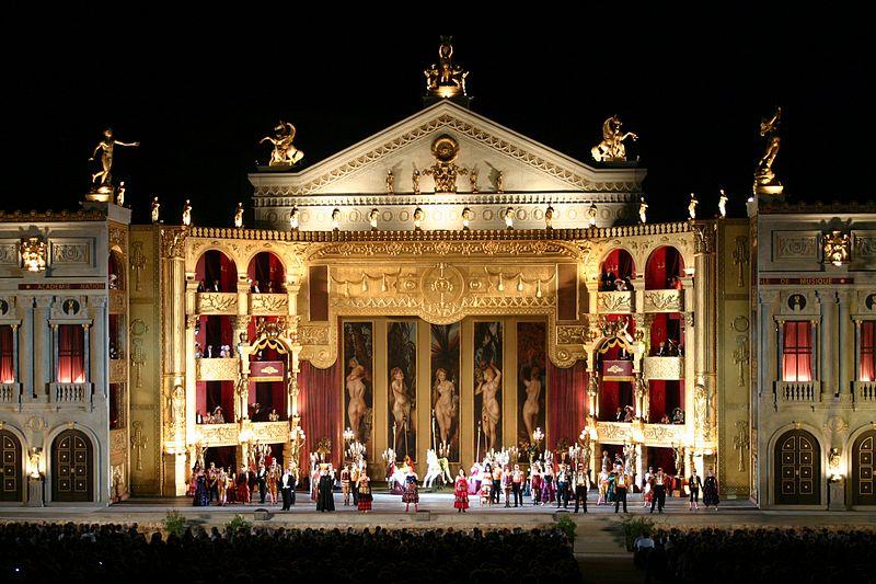 File:La Traviata in Sankt Margarethen - Bühnenbild offen (Bild 1).jpg