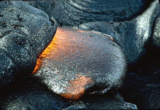 Z lávy vznikajú výlevné vyvreté horniny
