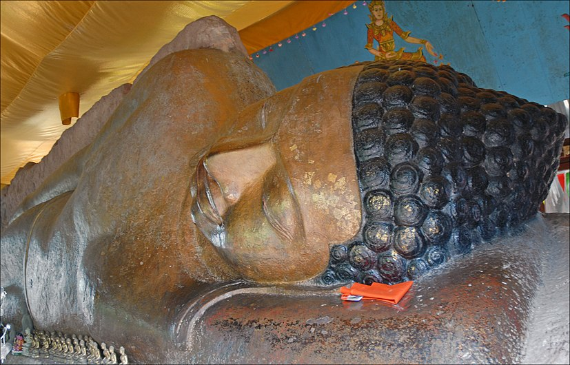 Le Bouddha couché (Phnom Kulen) (6825003355).jpg