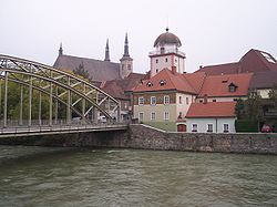 http://de.wikipedia.org/w/index.php?title=Bild:Leoben_A_toll_tower.jpg&filetimestamp=20051015134346