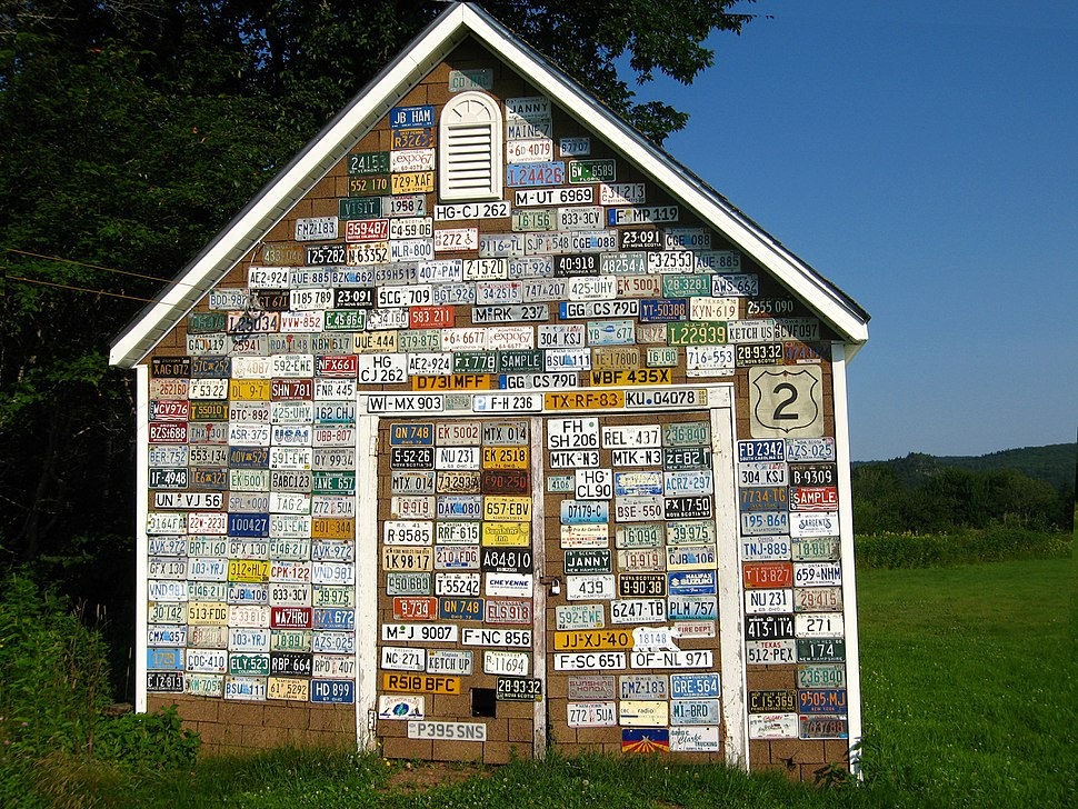 License plate shed near Parrsboro, NS - 08659
