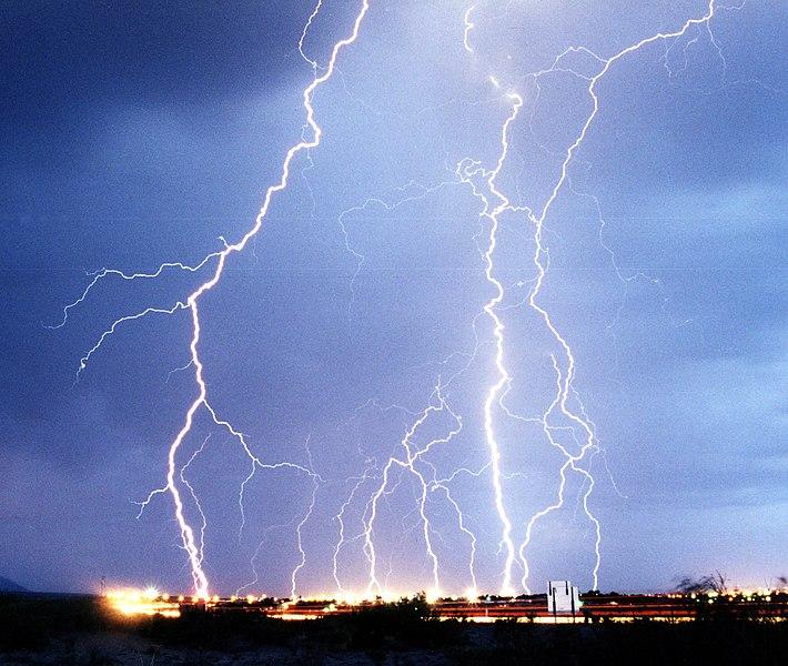 Файл:Lightning3.jpg