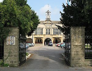Lincoln Christ's Hospital School, Lincoln, England 9s2007.jpg