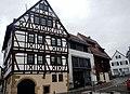 Links, Haus erbaut um 1547, Conr. Canstatter, renoviert 1982-82, Fam. Oskar Lutz - rechts, Klumpp und Schittenhelm - panoramio.jpg