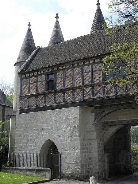 Porterie de l'abbaye de Longpont (02).