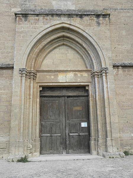 Portail occidental de l'église Sainte-Cécile de Loupian (34).
