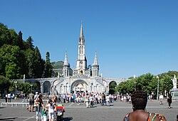 Lourdes esplanade Rosaire4.JPG